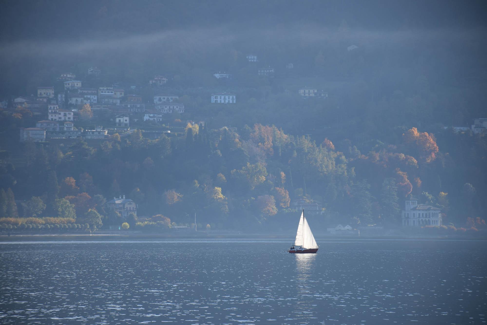 Veleiro no Lago di Como - Itália