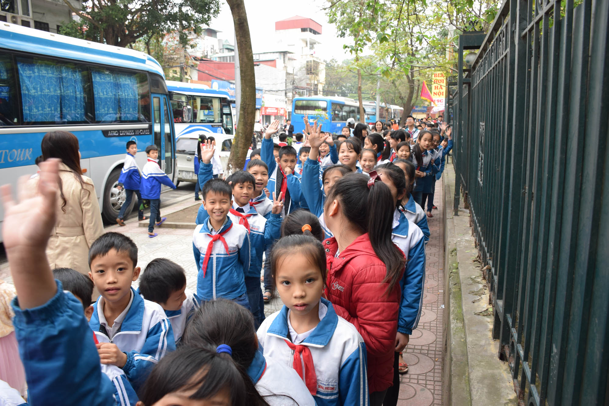 Fila quilomééétrica para entrar no Complexo Ho Chi Minh, em Hanoi