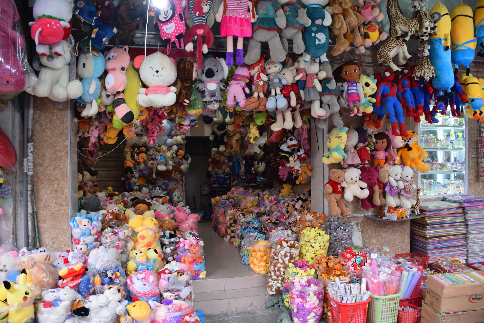 Uma rua inteira só de lojas de bichinhos de pelúcia! Old Quarter de Hanoi