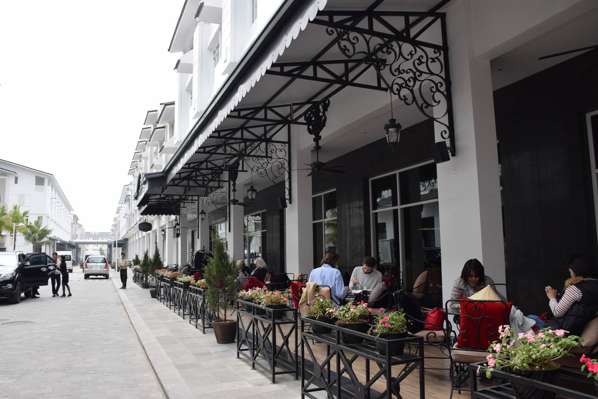 Hotel onde esperamos o embarque - aqui é servido um lanche no 1º dia, e um almoço antes de voltar pra Hanoi no 2º dia