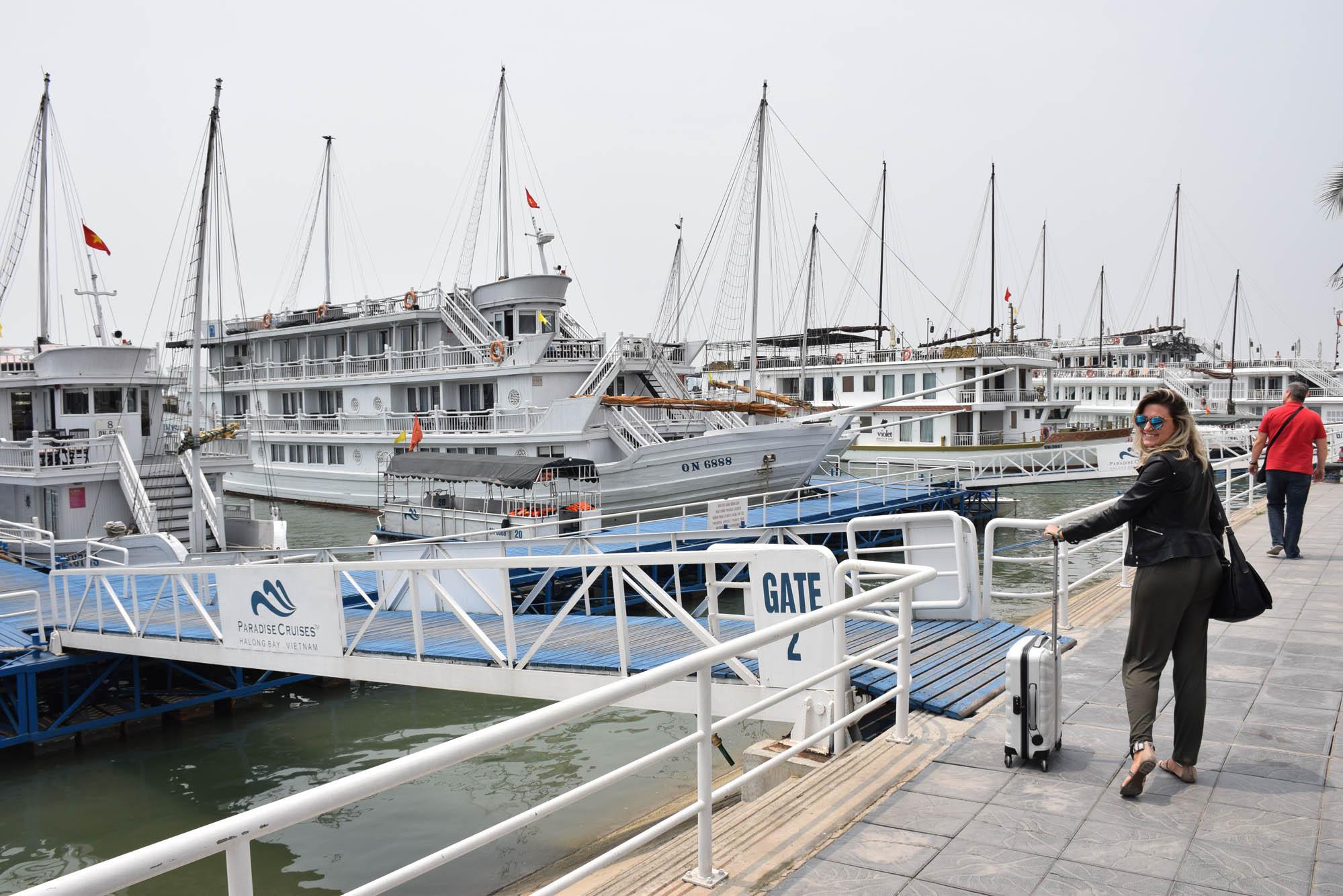 Píer da Paradise Cruises em Halong Bay, Vietnã