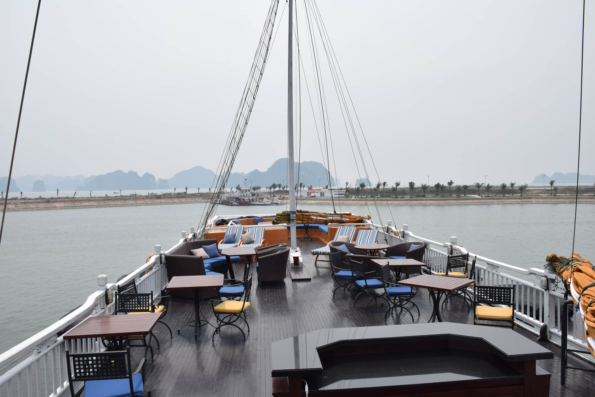 Deck do Paradise Luxury Cruise - Halong Bay