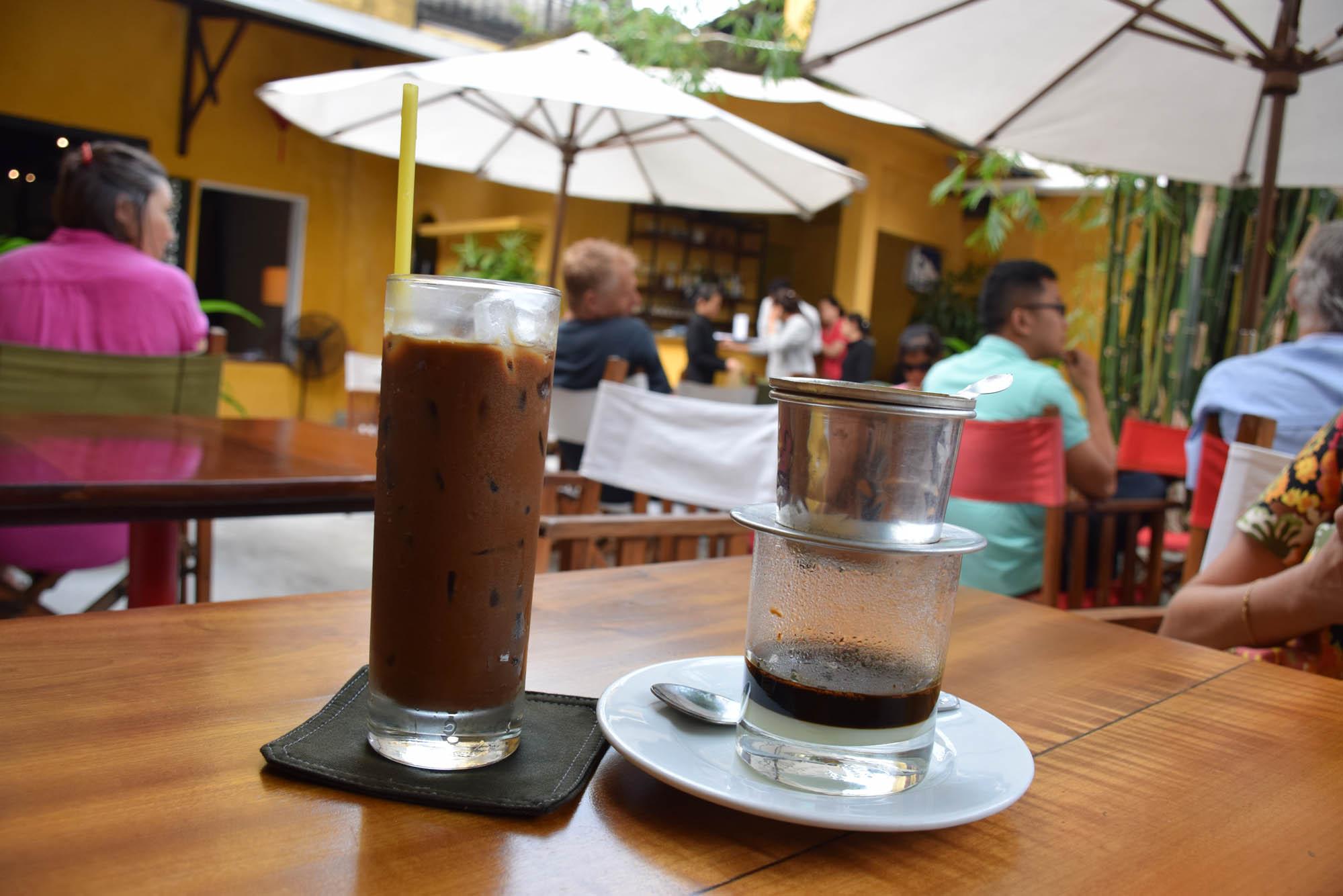 Café vietnamita, quente ou gelado, com leite condensado