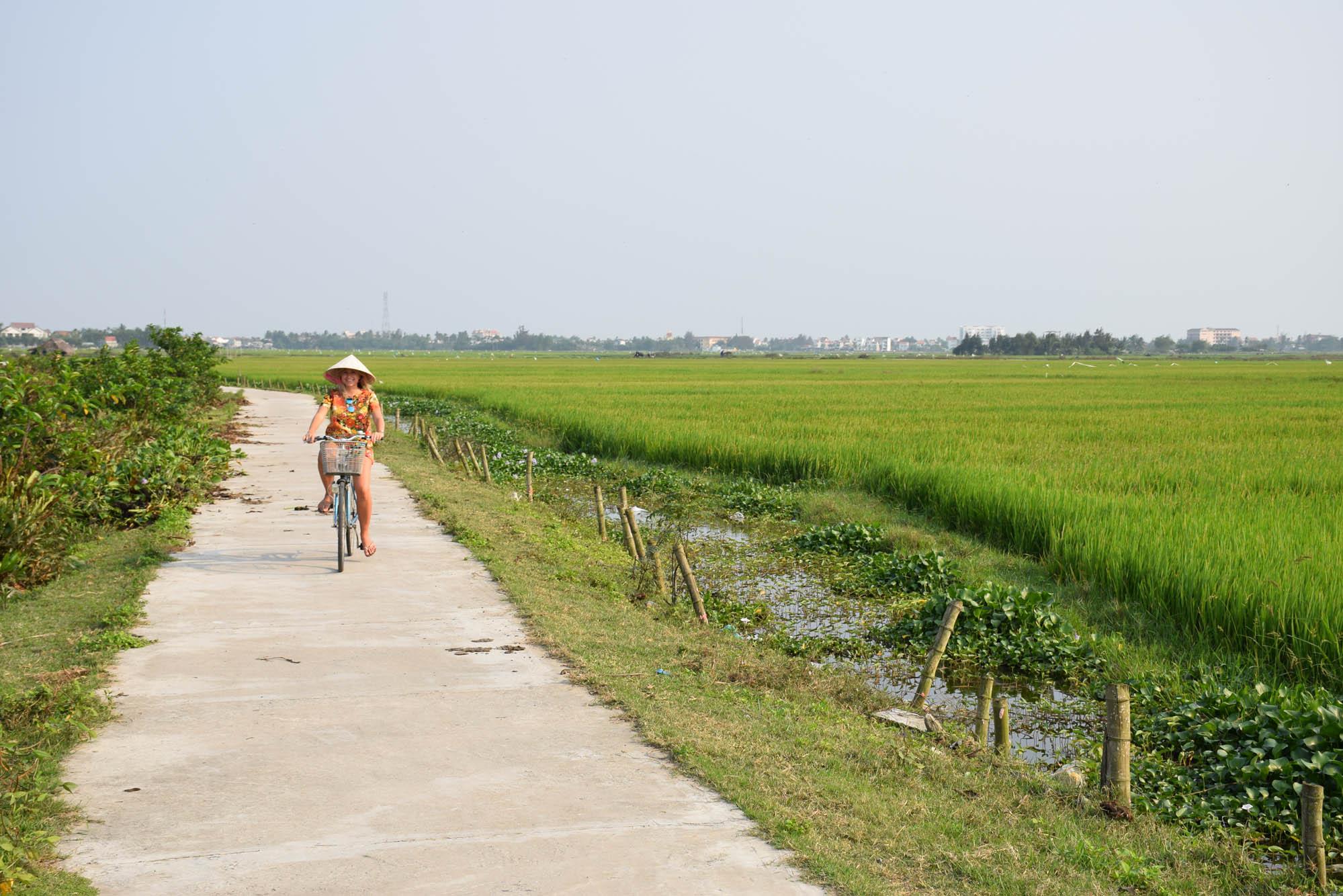 Pelos campos de arroz entre Hoi An e Cua Dai Beach