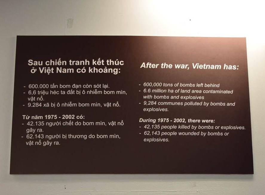 Idioma vietnamita a esq. X e inglês a direita. Letrinhas similares, porém impossííível de entender uma palavara!