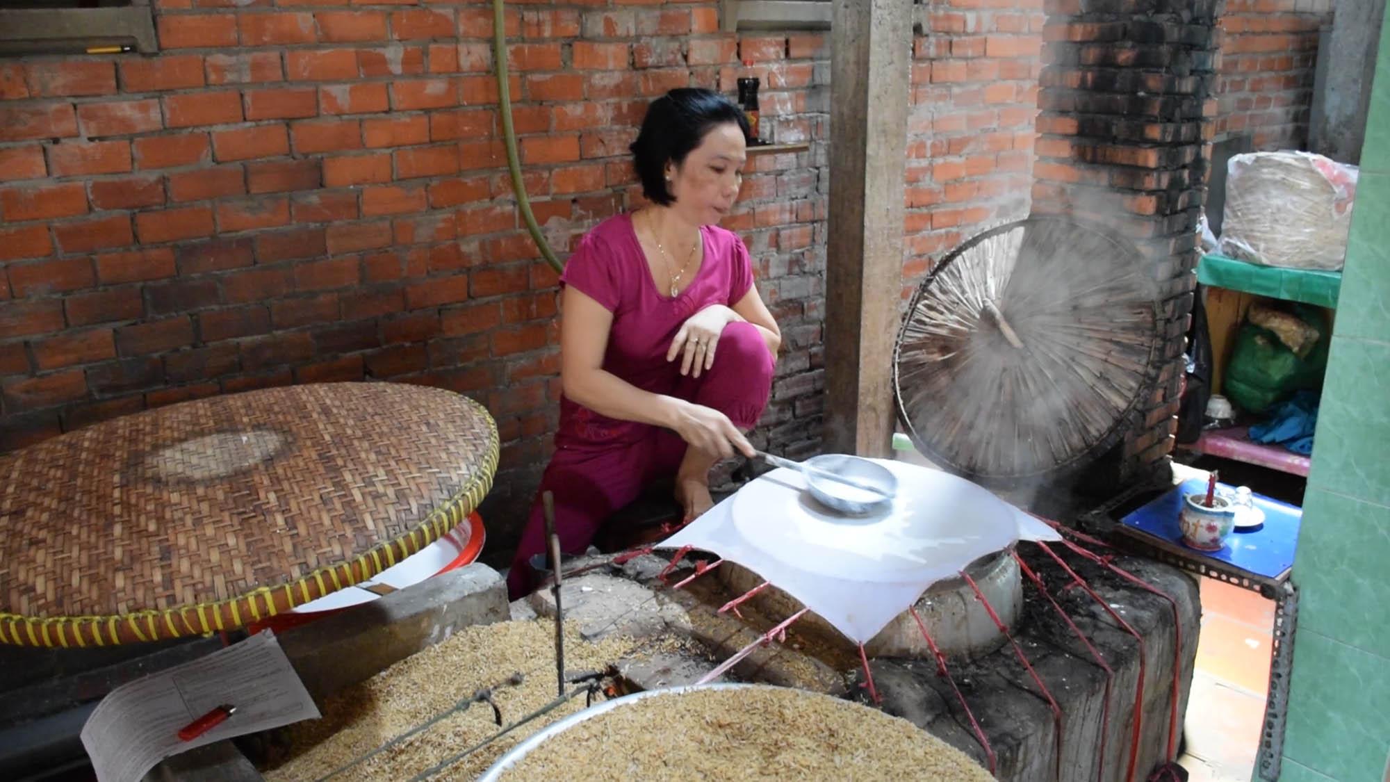 Papel de arroz no Delta do Rio Mekong - e a casca do grão é usada como combustível!!