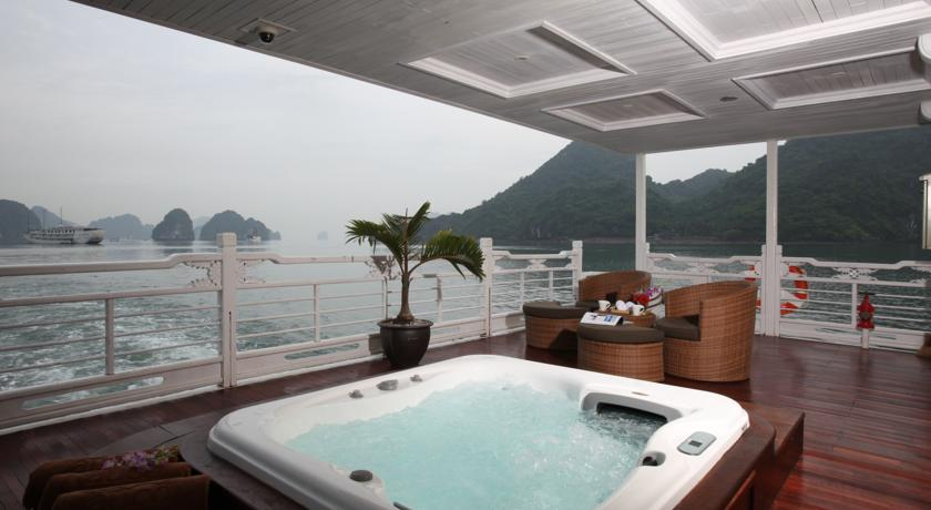 Jacuzzi do Au Co Cruise - Halong Bay | foto: divulgação