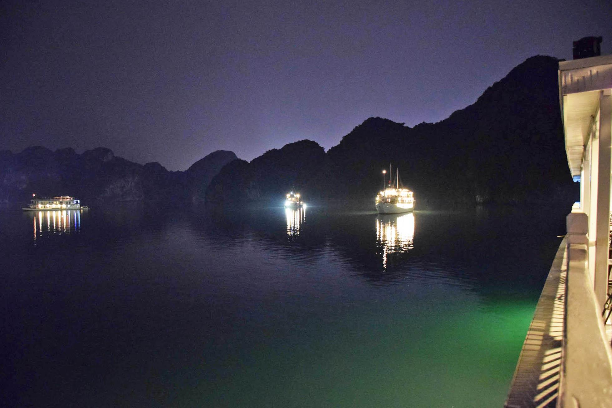 Olha que lindo é passar a noite em Halong Bay!