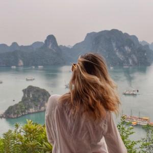Vista do topo da Ti Tôp Island, em Halong Bay, Vietnã