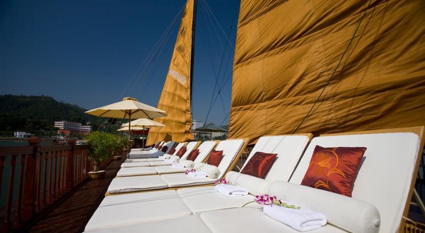 Espreguiçadeiras no deck de um Indochina Sail Cruise | foto: divulgação