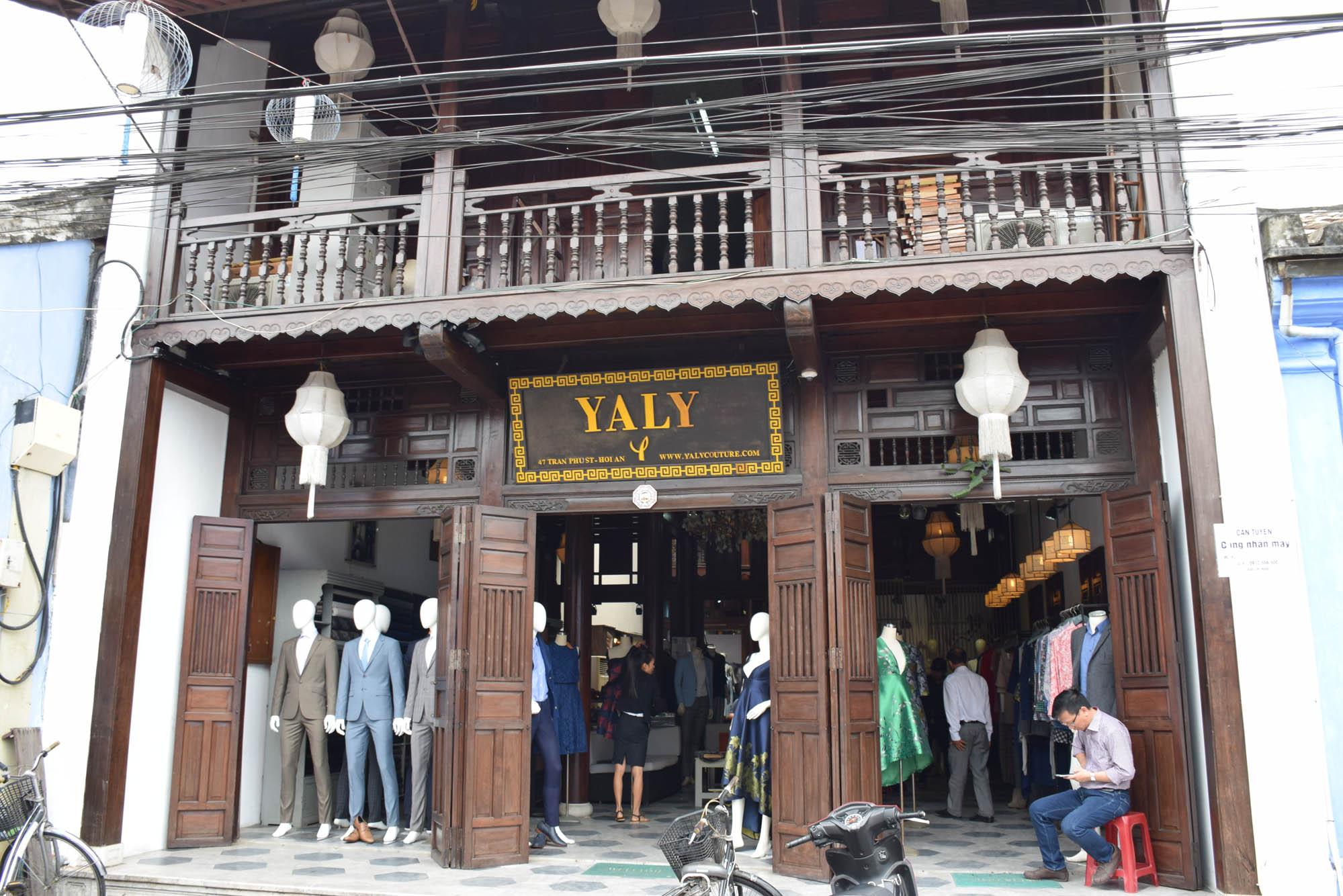 Yaly Couture, Hoi An: onde fizemos um vestido de festa e um terno