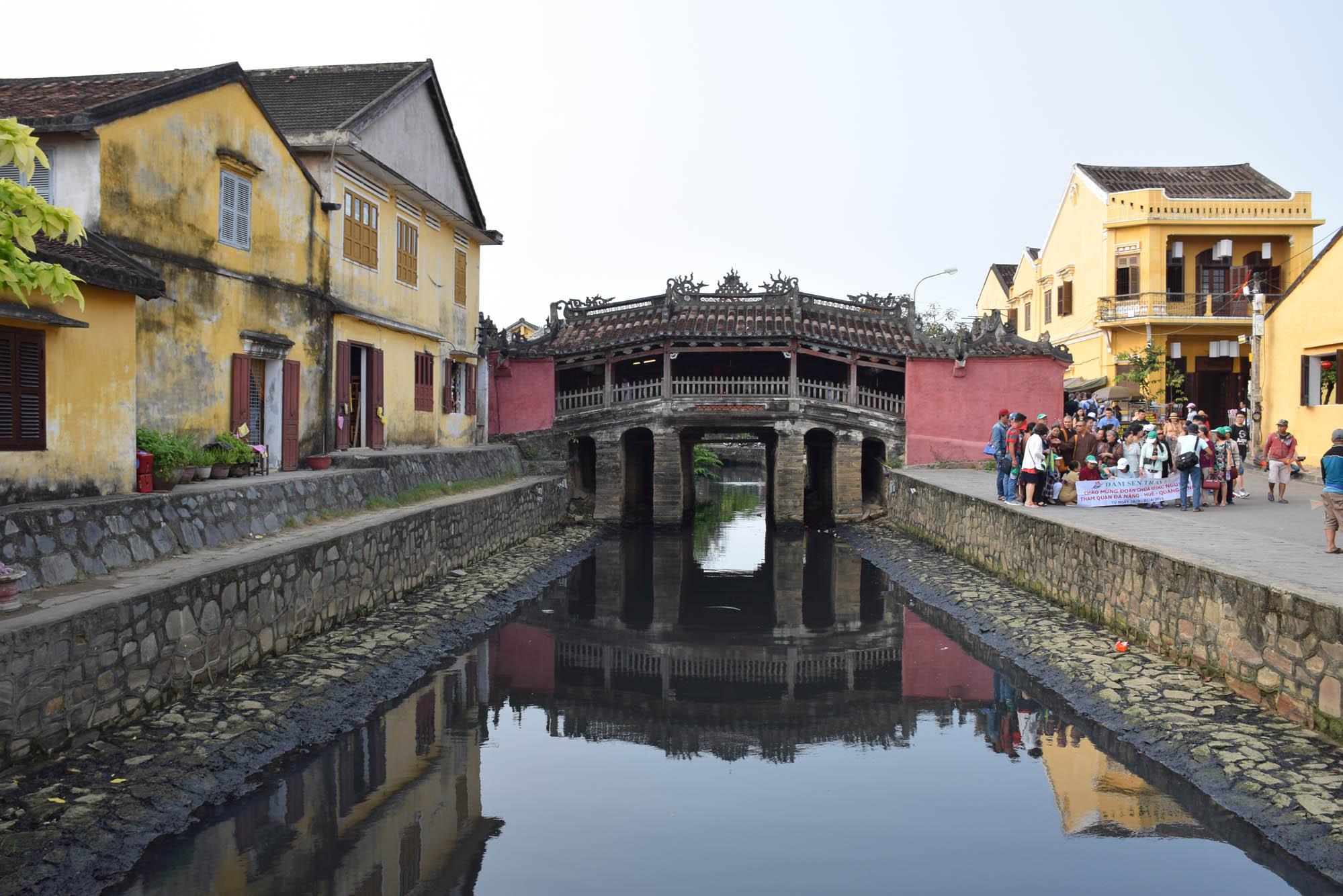 A charmosa Ponte Japonesa, no centro histórico de Hoi An