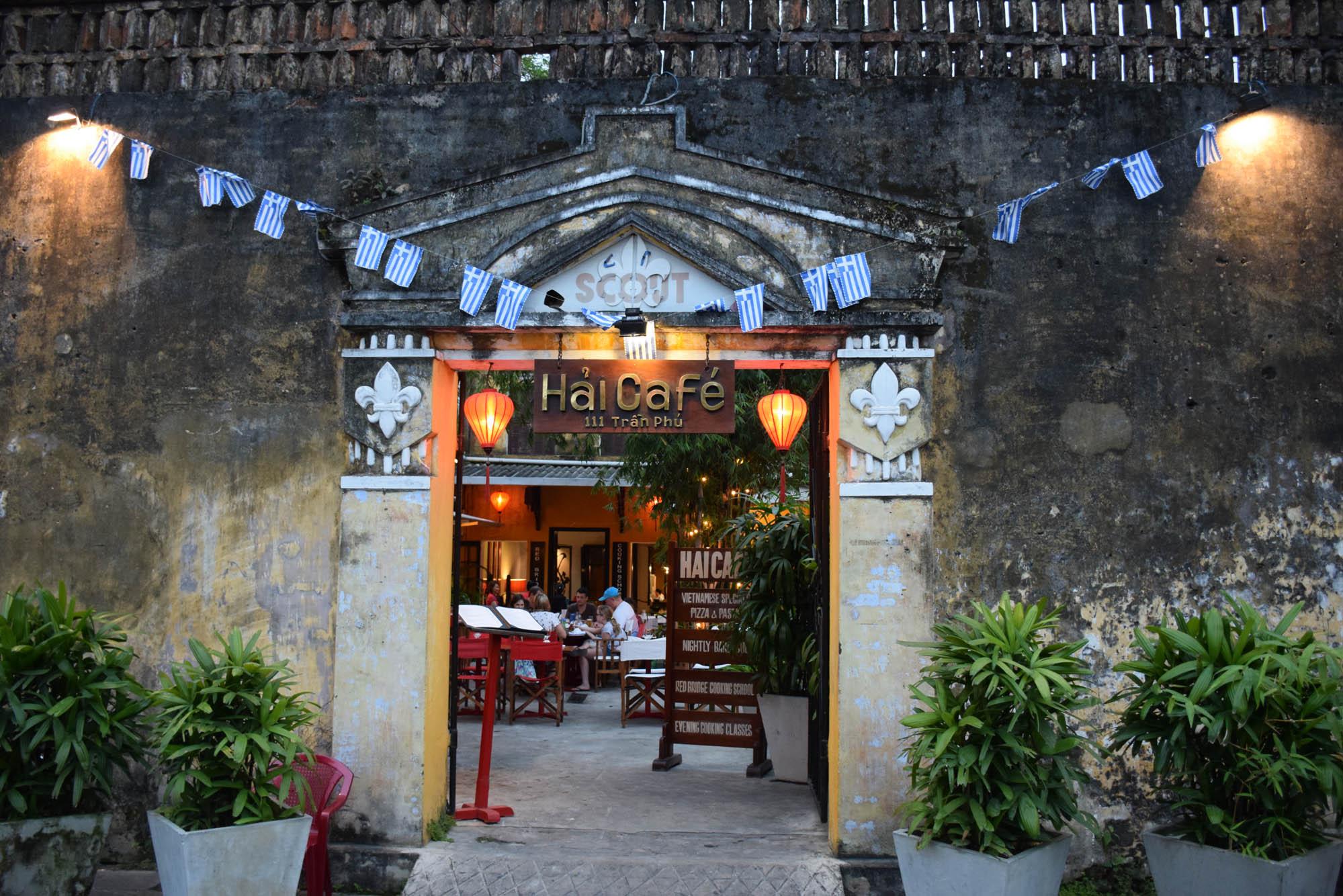O encontro dos alunos no Hai Café, no centro de Hoi An