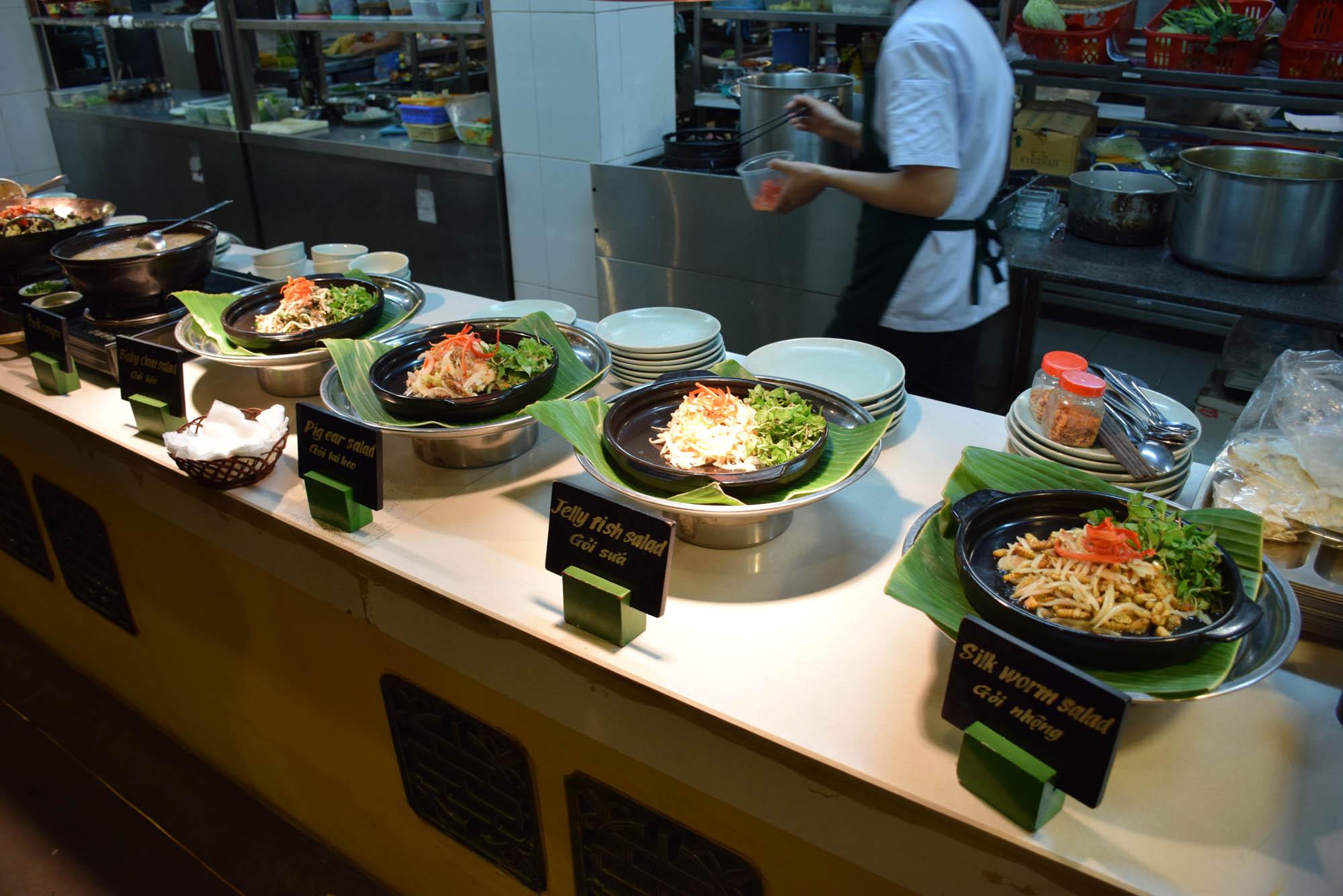 """Eca... Olha o nome desses pratos!!! Segundo eles """"Weird Wonderful Food"""" - quem encara??"""