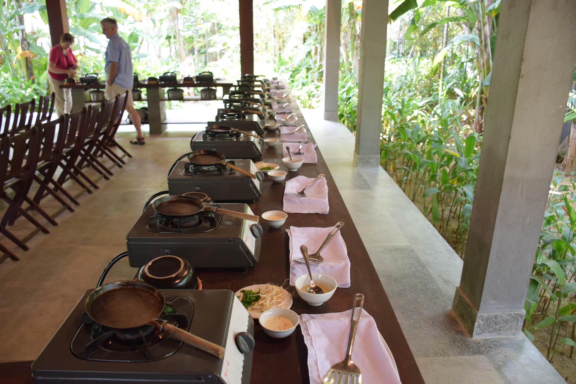 Cada aluno com sua estação | Red Bridge Cooking School