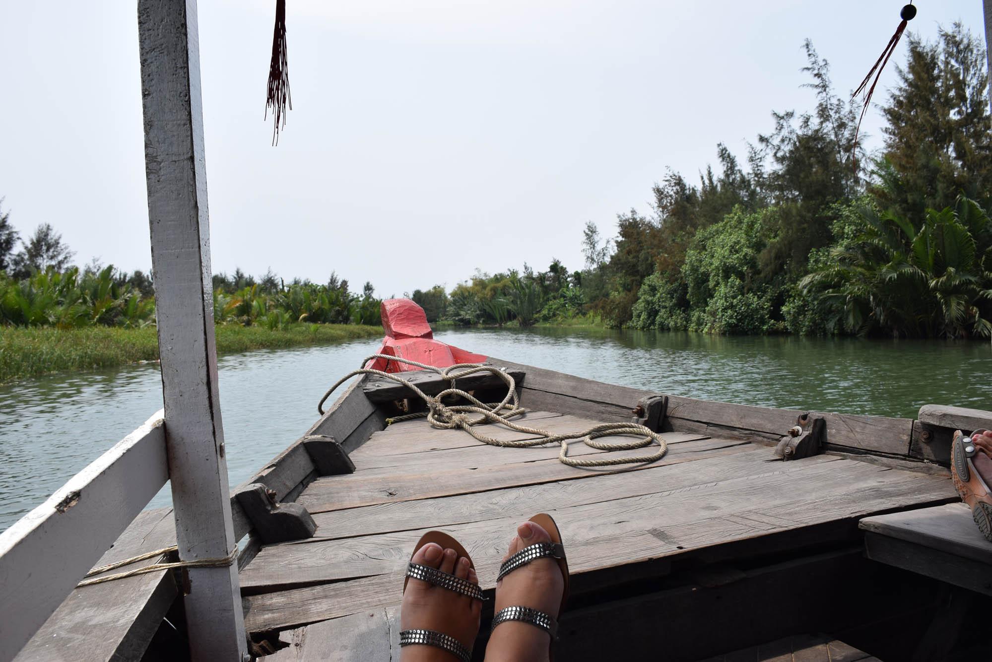 Voltando de barco para Hoi An depois de uma manhã de muita comida!! Red Bridge Cooking School