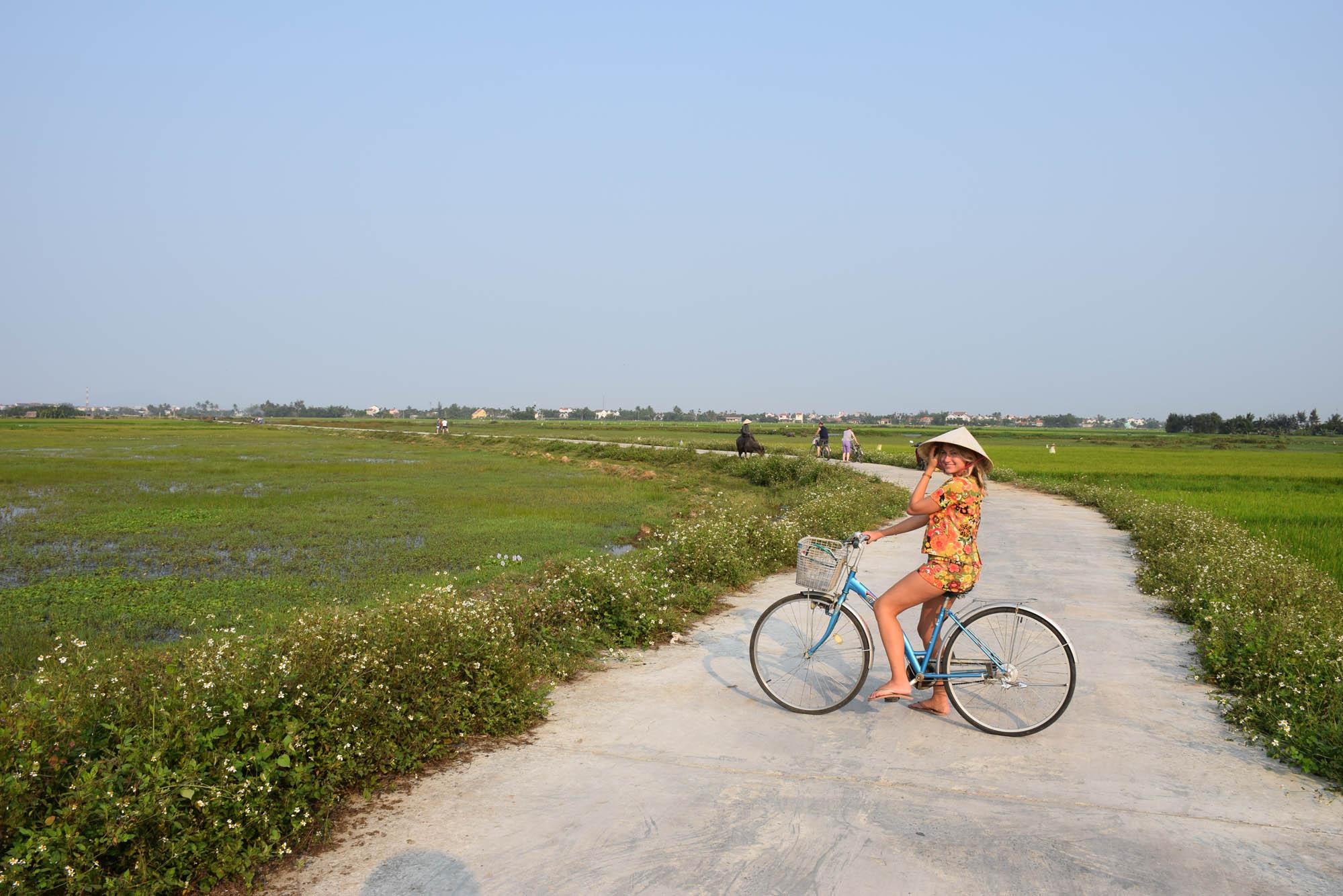 Dia lindo de sol e céu azul em Hoi An