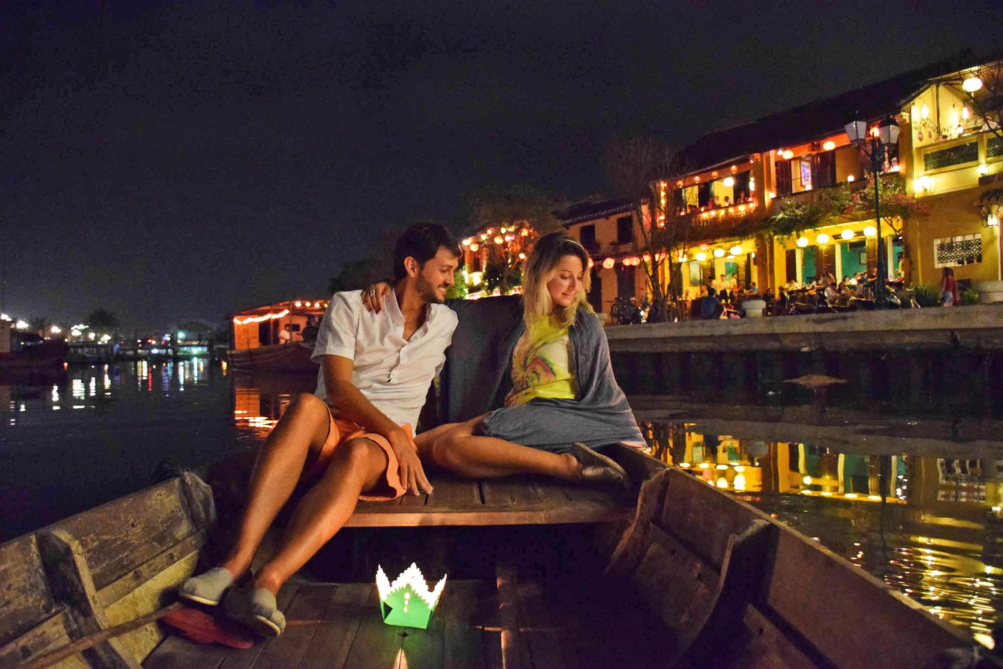 Passeio noturno mais do que especial pelo rio de Hoi An ♥