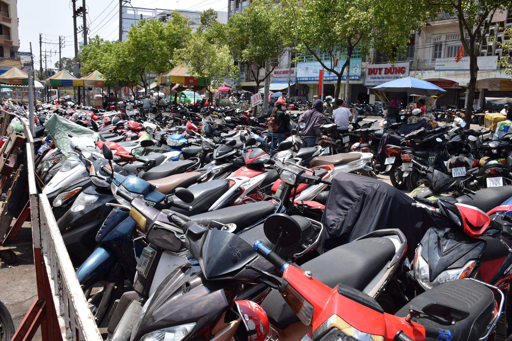 motorbikes-ho-chi-minh-city-saigon-vietnam