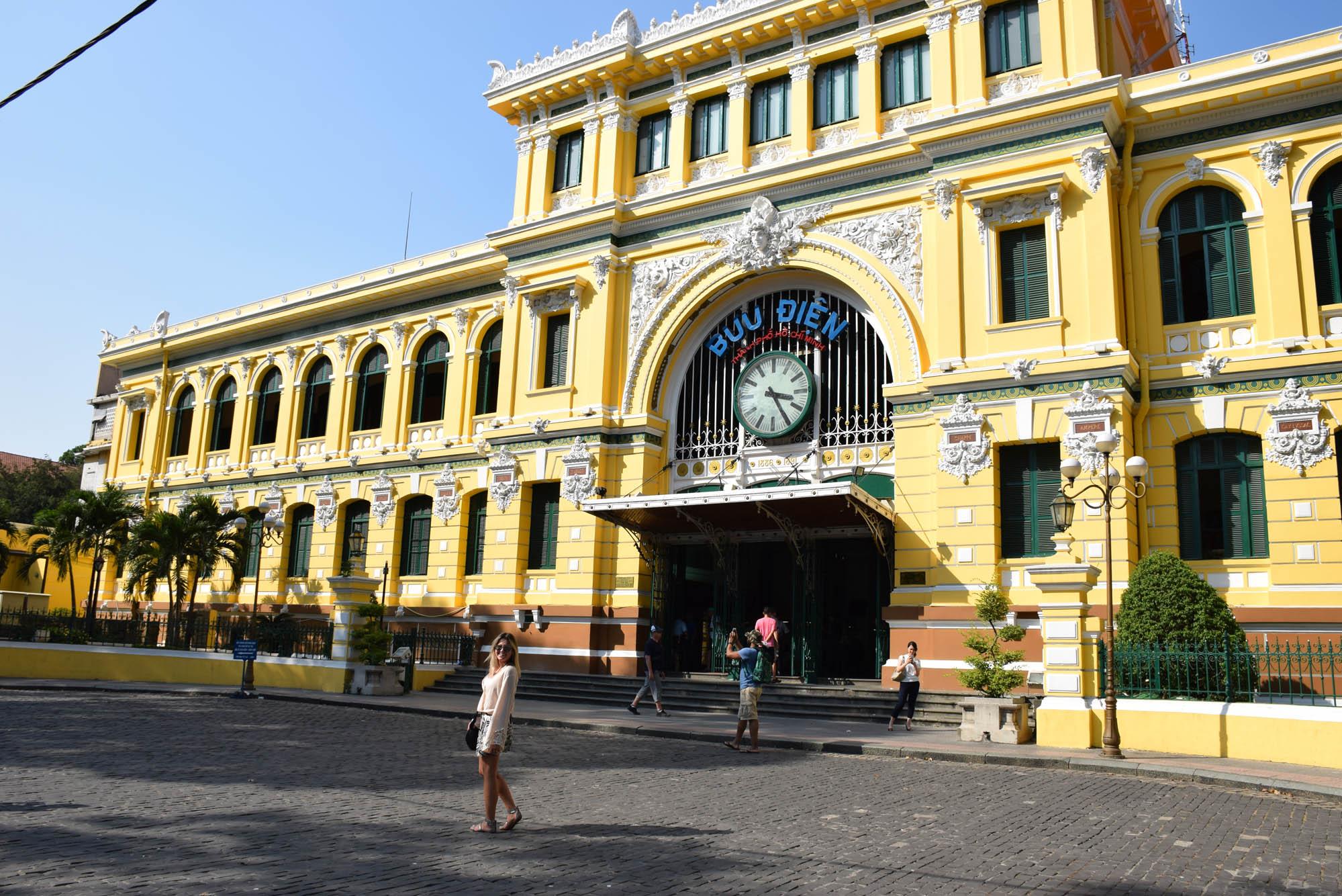 Post Office de Saigon - ainda em funcionamento!