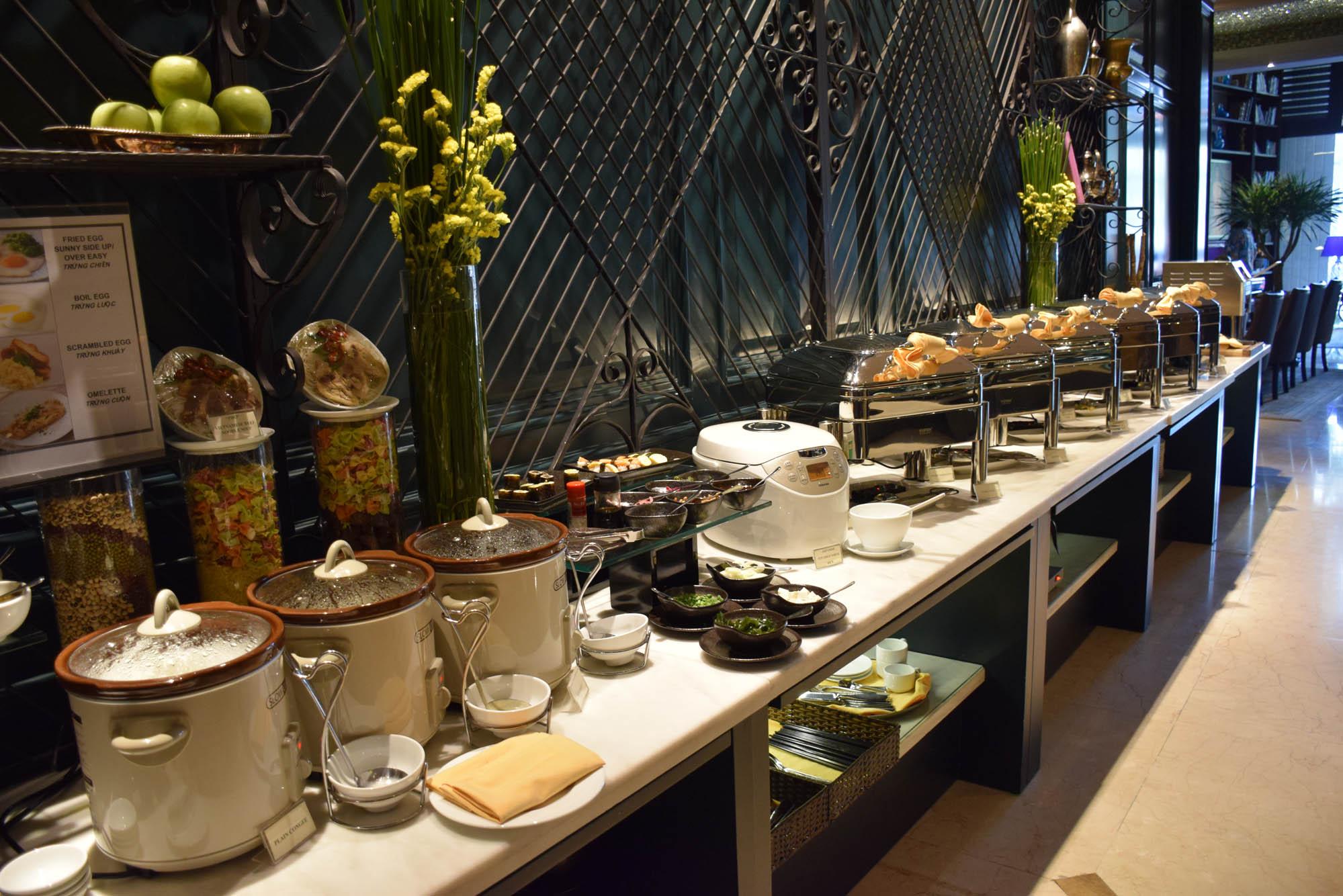 Café da manhã no Silverland Jolie Hotel & Spa