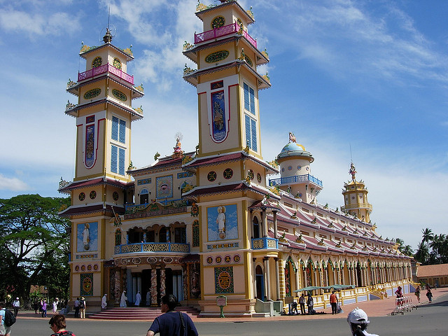 Cao Dai Temple | photo by Lorna para Flickr (CC)