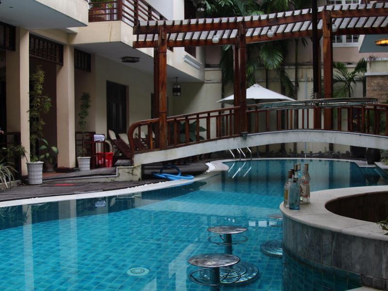 Piscina do Long Life Riverside Hotel, em Hoi An, Vietnã | foto: divulgação