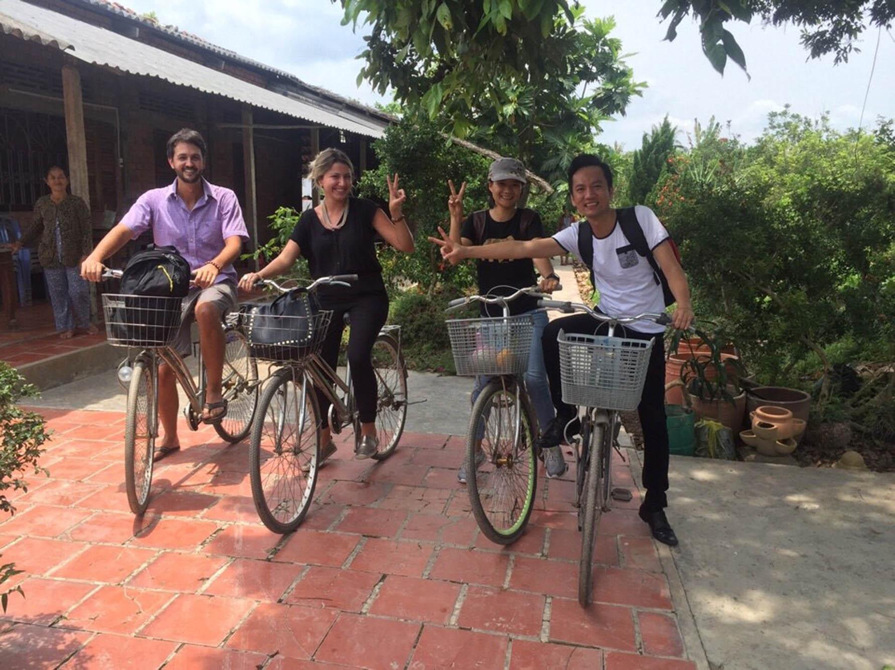 Passeio de bike em um vilarejo do Delta do Rio Mekong