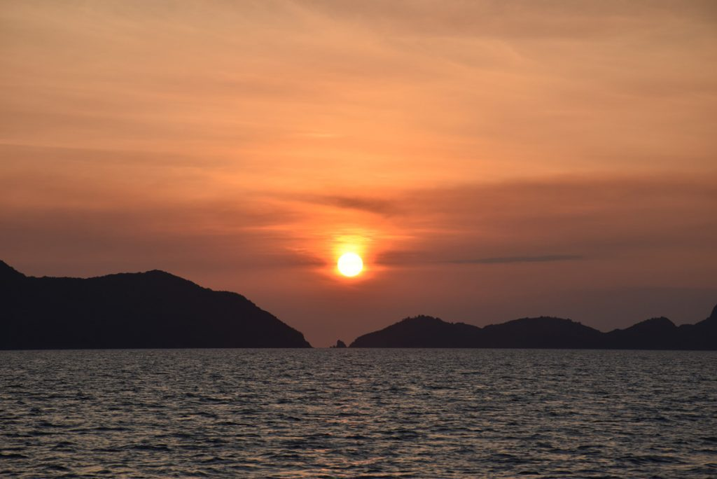 SUNSET CRUISE EL NIDO PHILIPPINES PALAWAN FILIPINAS