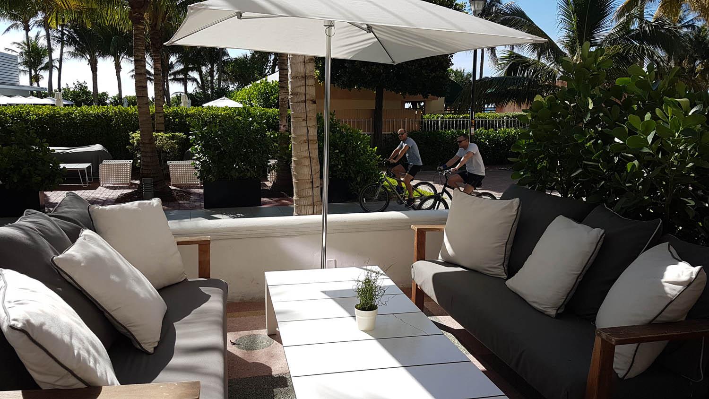 Área externa do restaurante Traymore Buffet de café da manhã | Hotel Metropolitan by COMO Miami Beach