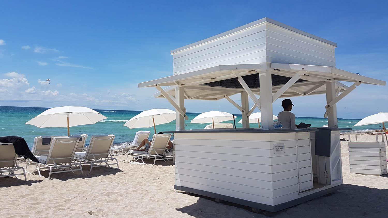 Área de praia do hotel Metropolitan by COMO Miami Beach