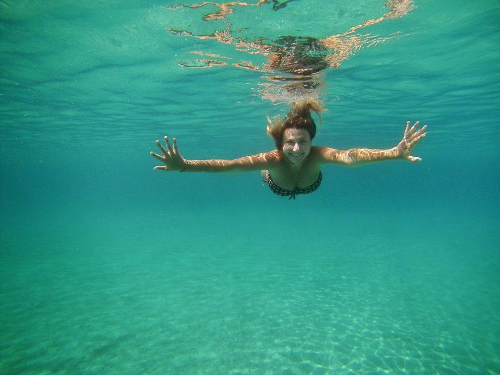 Olha só que mar mais transparente esse das Ilhas Pakleni, em frente a Hvar!