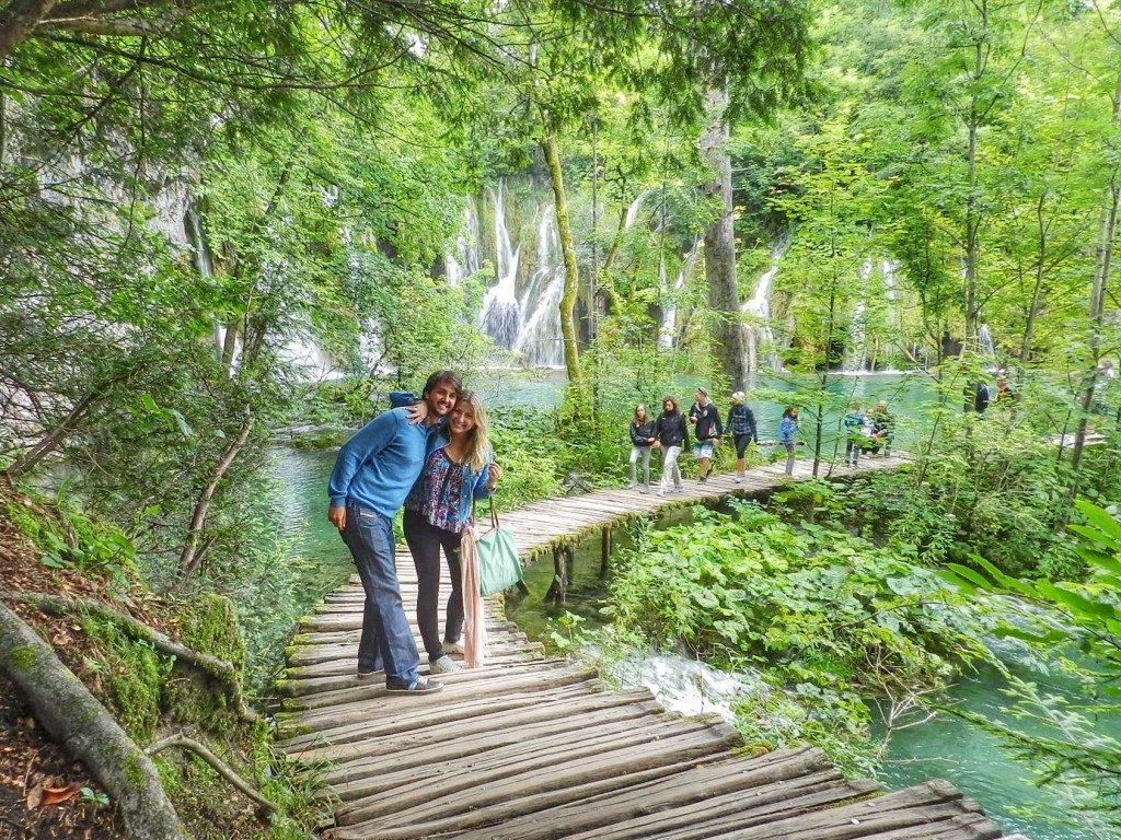 Passeando pelas passarelas e trilhas dos Lagos de Plitvice