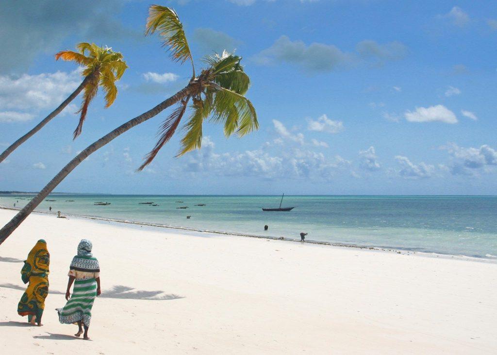 Pelas praias de Zanzibar | foto: audleytravel.com