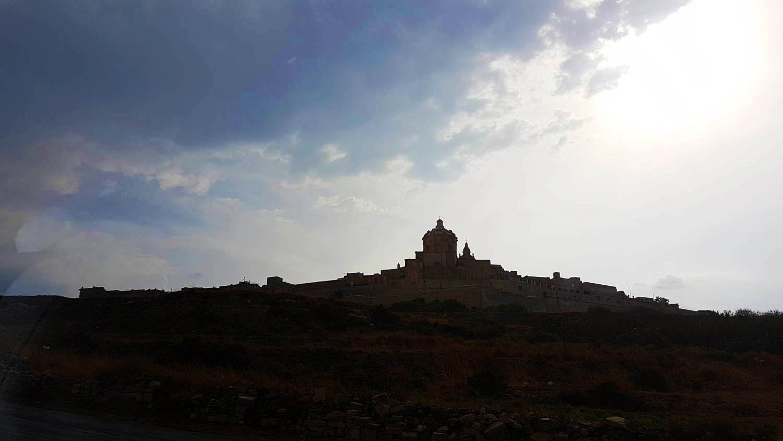 A cidade murada de Mdina, vista de longe | Malta