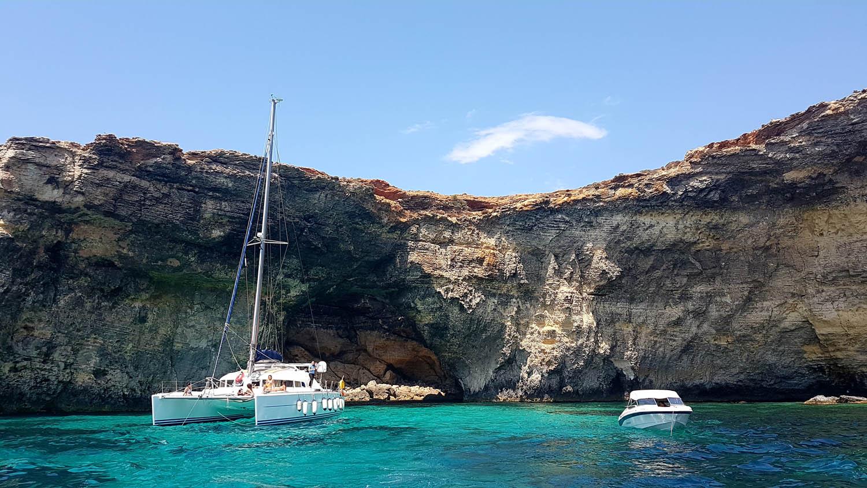 Cavernas em Comino - passeio de volta da Blue Lagoon