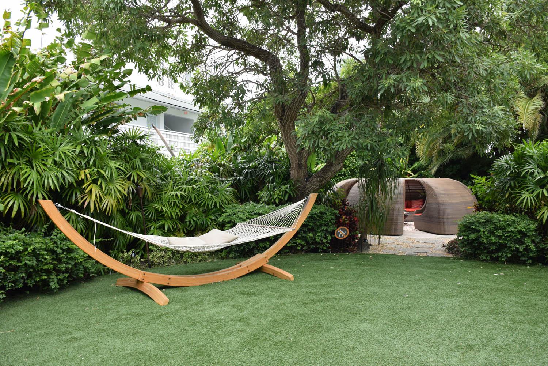 Redes divertidas espalhadas pelo hotel | The Standard Miami Beach