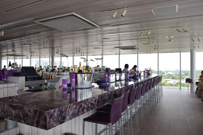 Parte interna do Restaurante JUVIA, em Miami Beach