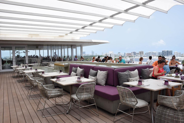 Parte externa do Restaurante JUVIA, em Miami Beach