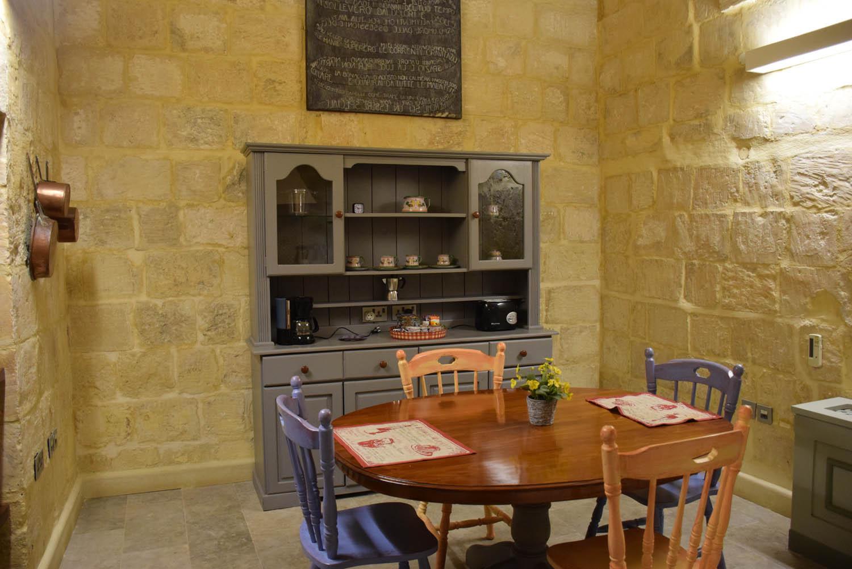 Sala de jantar e cozinha do meu apartamento no Hotel Palazzo Prince d'Orange - Valletta - Malta