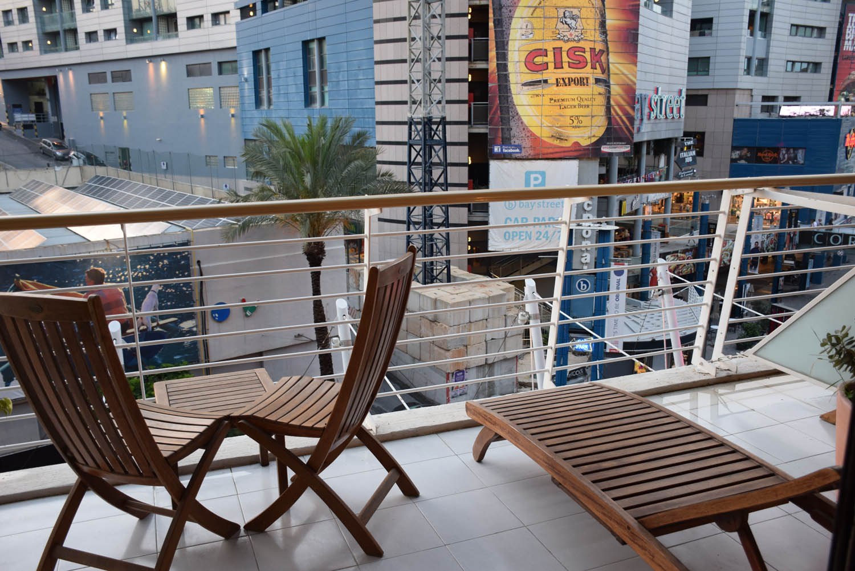 Varanda do meu quarto para rua agitada em St. Julian's | Hotel InterContinental Malta