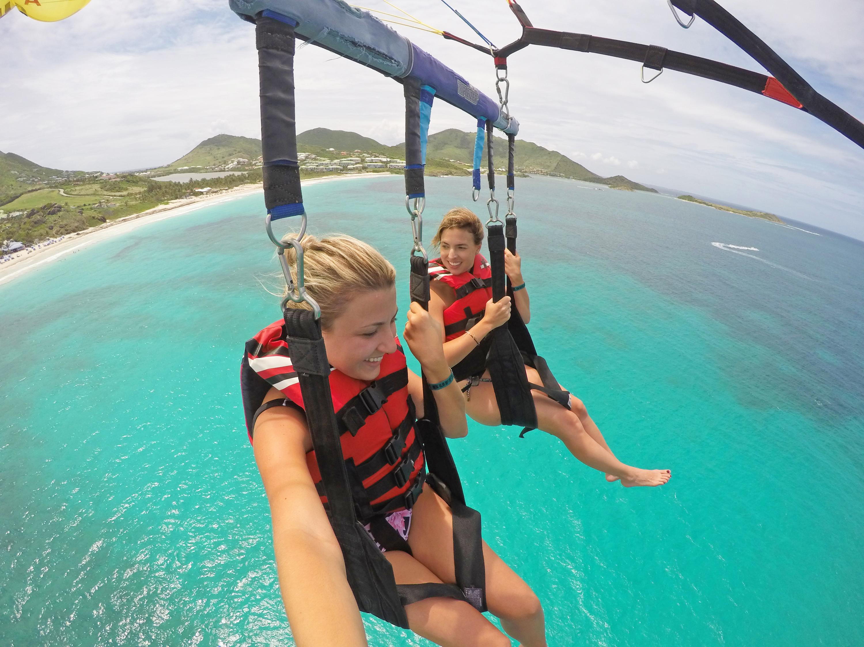 Eu e a Patrícia Matos nas alturas, parasailing!!