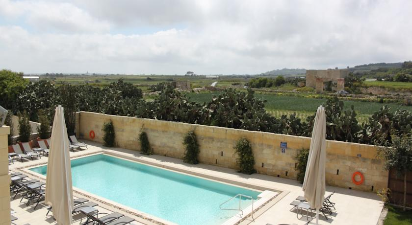 Piscina do Hotel The Xara Palace Relais & Chateaux em Mdina, Malta | foto: divulgação