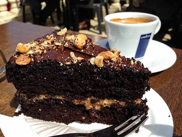 Famoso bolo de chocolate do Fontanella Tea Garden em Mdina, Malta | foto: Rachelle Lucas para Flickr - CC