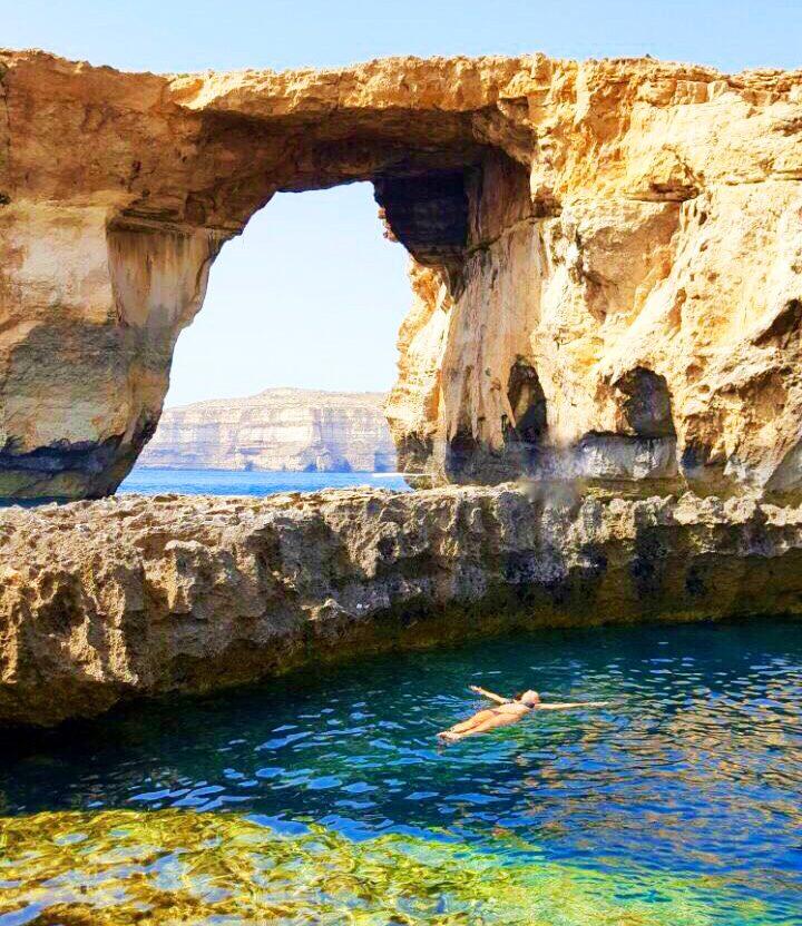 Blue Hole, aos pés da Azure Window, em Gozo - Malta | Maria Julia Devoá boiando :)