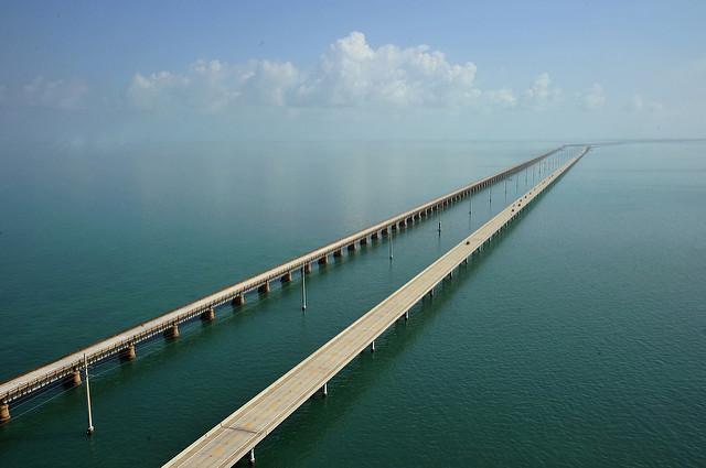 A estrada Overseas Highway, ligando Miami a Florida Keys | foto: Sathish S - flickr CC