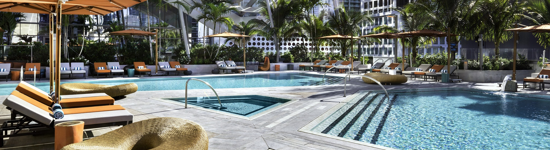 Piscinas lindas do hotel EAST Miami | foto: divulgação