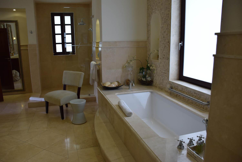 Banheiro de uma das suítes da Villa Sucrier