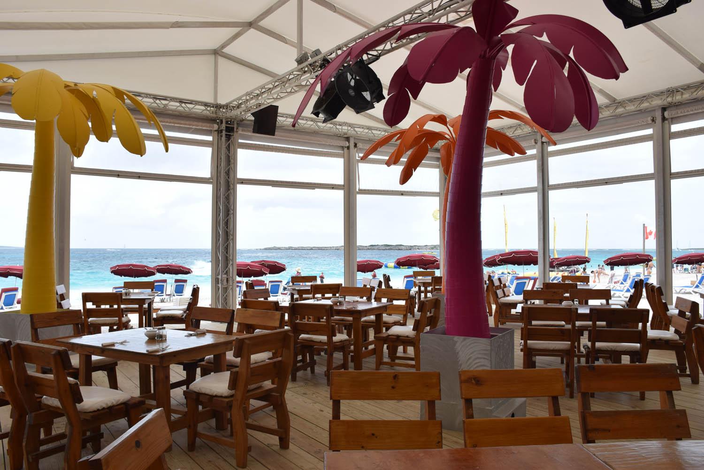 """Restaurante do Waikiki Beach, em Orient Bay - mais fotos de Waikiki em """"O que fazer"""""""