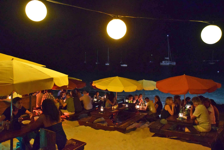 Calmos Café - na beira da praia em Grand Case